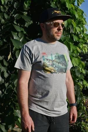NOWOŚĆ - Wędkarski T-Shirt z Sandaczem - Kolor Szary